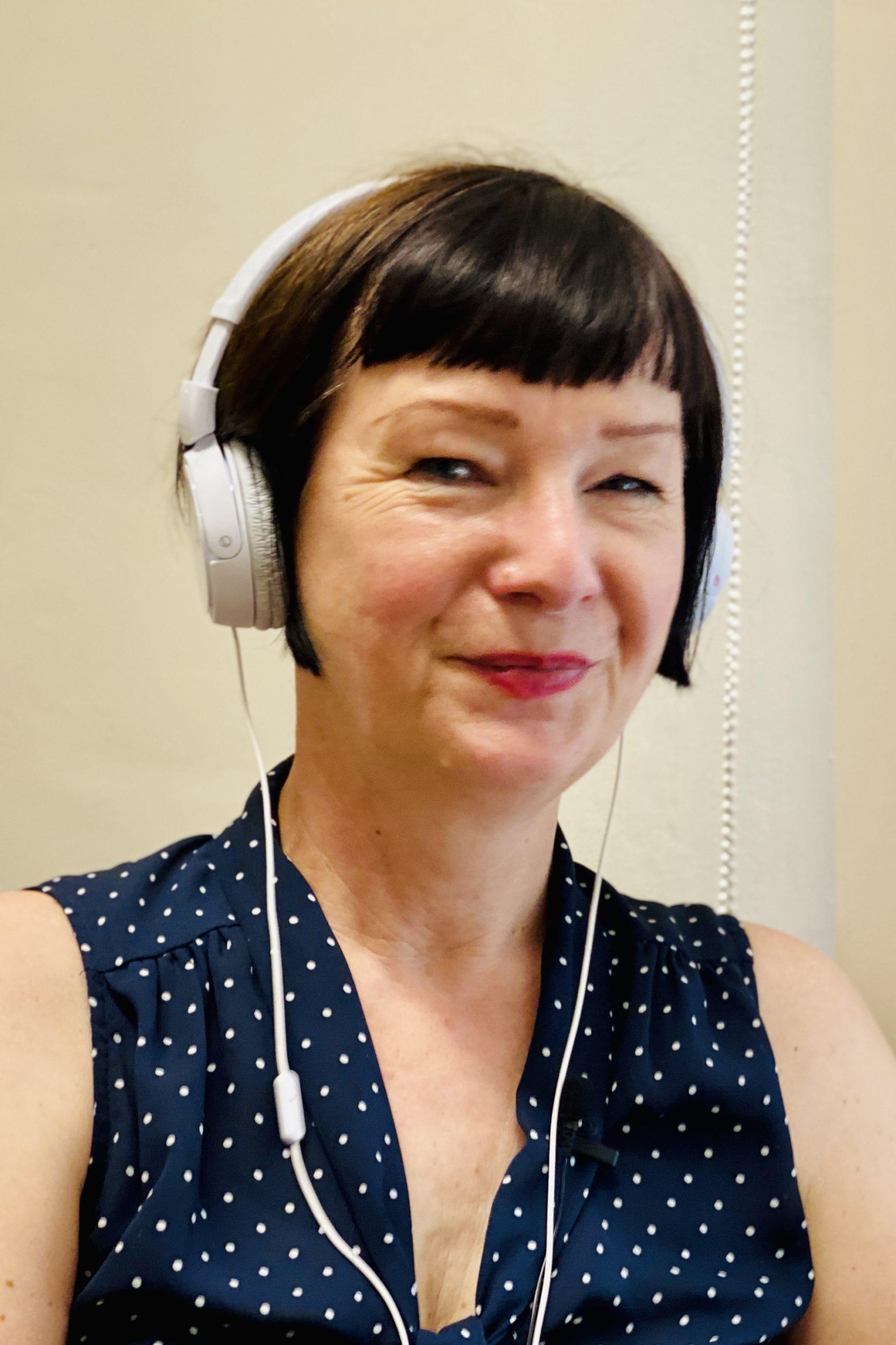 Sylvia Schütz während der Aufnahme des Podcasts